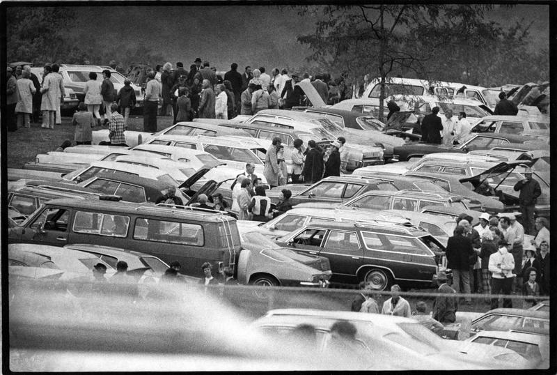 Tailgating, golf course parking, 1974